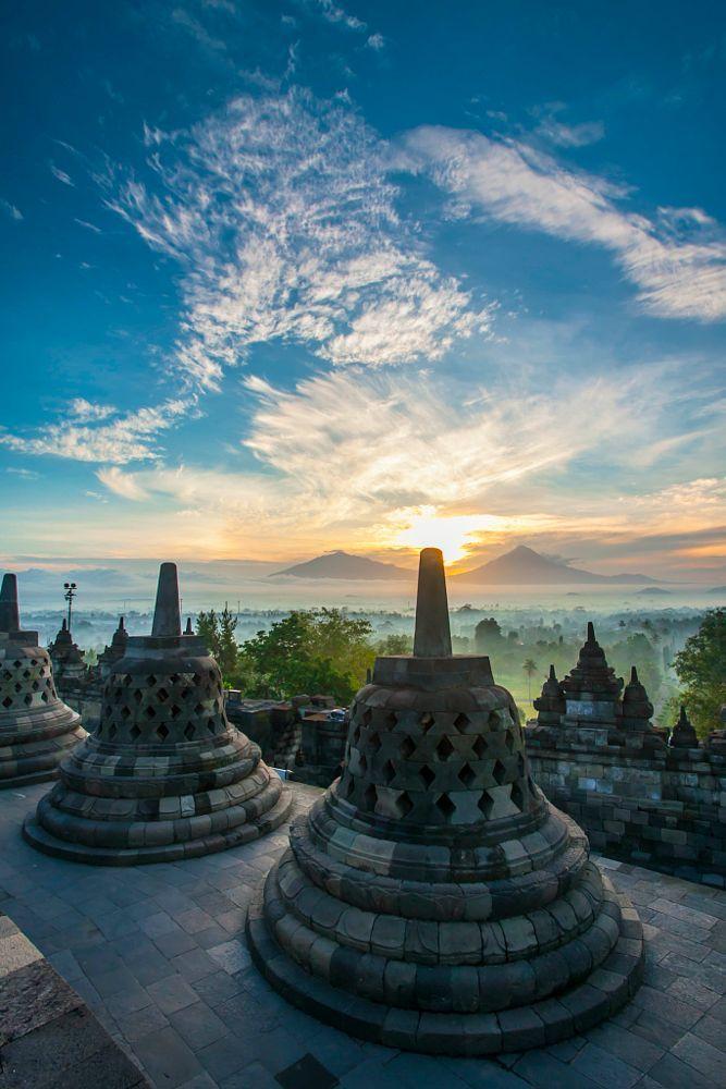 Borobudur Indonesia   by Kunut Nukornavarat on 500px