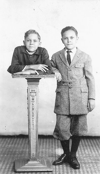 "Sideshow performer Johnny Eck the ""Half-Boy"" with his twin brother Robert."