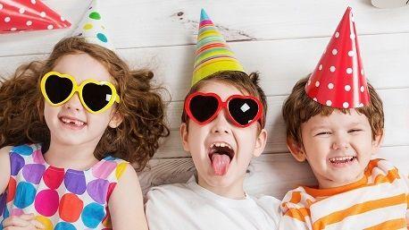 Wat zegt jouw plek in het gezin over jou?  Laten we onze broers en zussen vandaag een dikke knuffel geven, want het is Nationale Broer en Zus-dag! Maar wat zegt de plaats binnen het gezin eigenlijk over ons?  http://www.trnd.com/nl/blog/jouw-plek-in-het-gezin