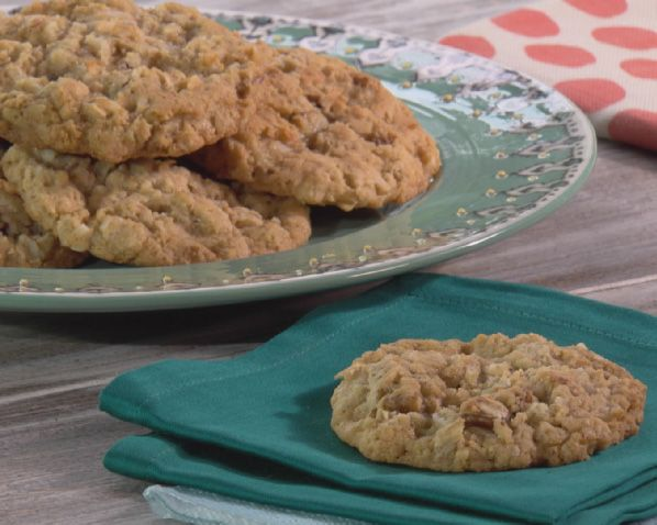 Get this all-star, easy-to-follow Mari's Homemade Oatmeal Cookies recipe from Trisha Yearwood.