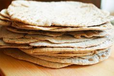 tortillas-integrales-para-burritosINGREDIENTES / INGREDIENTS 250 grs. de harina integral o espelta 1 cdita. de sal marina fina 2 cditas. de polvo de hornear 2 cdas. de aceite de oliva 130 ml. de agua caliente