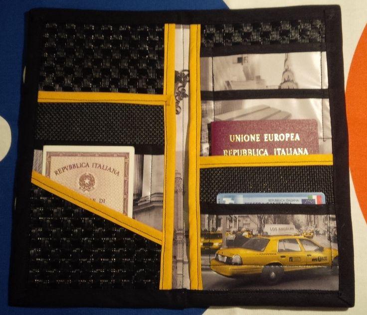 Porta documenti da viaggio ( briefcases travel) fai da te..riciclando una vecchia tovaglia di plastica