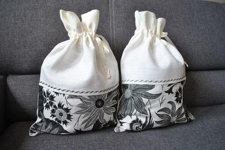 Worek na chleb lub bibeloty Z białego lnu w kwiaty - bnorbert3 - Woreczki