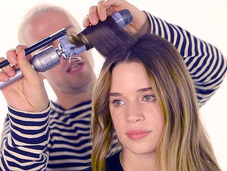 """Hairstylist Johnny Rackleff shares his technique to get the """"new"""" messy beach wave"""