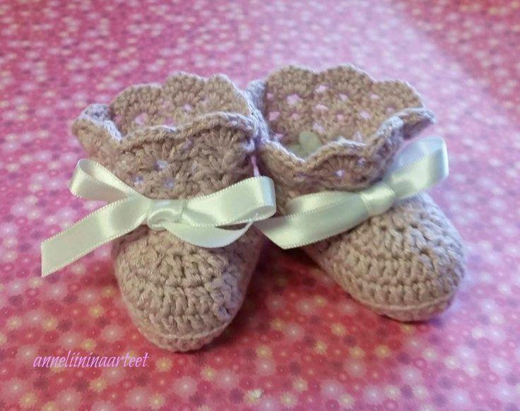 virkatut vauvan tossut - crochet baby booties