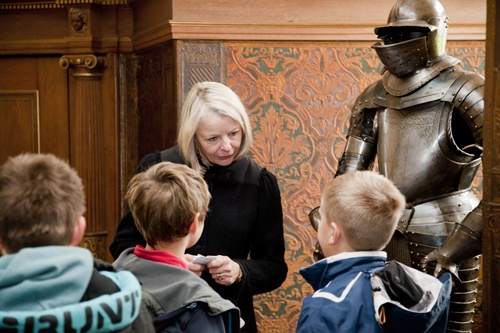 Museum director Mette Skougaard explains historical facts to three of the finalists at Frederiksborg Castle.