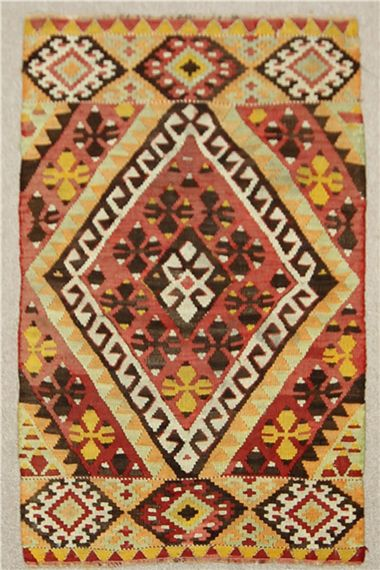 Large rooms with ample spaces like halls look perfect with large Turkish kilims placed on their flooring.