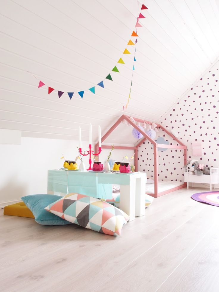 Gorgeous and fun girl's room, pretty colours