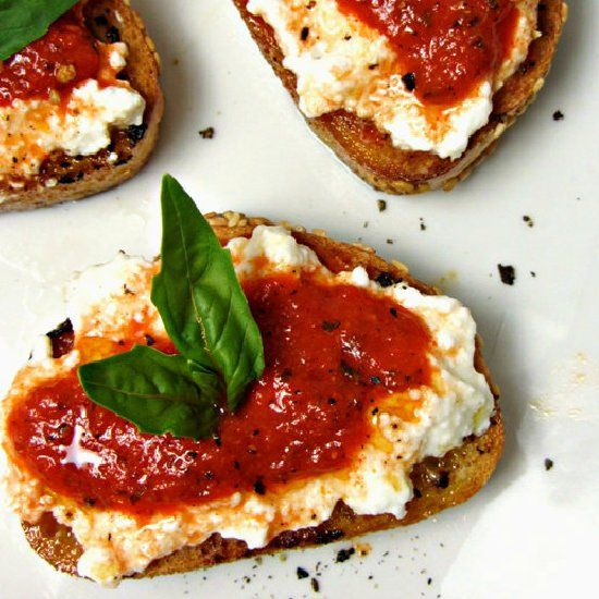 Roasted Red Pepper & Ricotta Crostini | food | Pinterest
