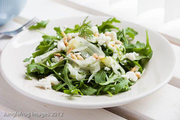 Venkel courgette salade | maar dan met venkel en courgette gegrild, met romaine sla, en ook venkelloof kleingesneden en eroverheen | sap van halve citroen en 1 mineola in stukjes | lekker! | wij aten het met lekker stokbrood en piri piri-kip