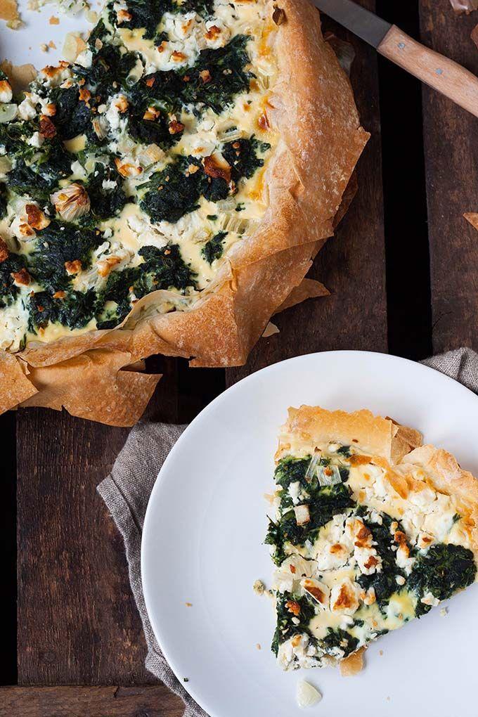 Herzhafter kuchen mit spinat
