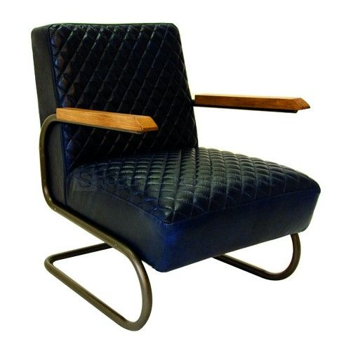 Deze aangename stoel is gemaakt van leer en heeft een sledeframe dat mee veert, waardoor deze stoel uitermate comfortabel zit.