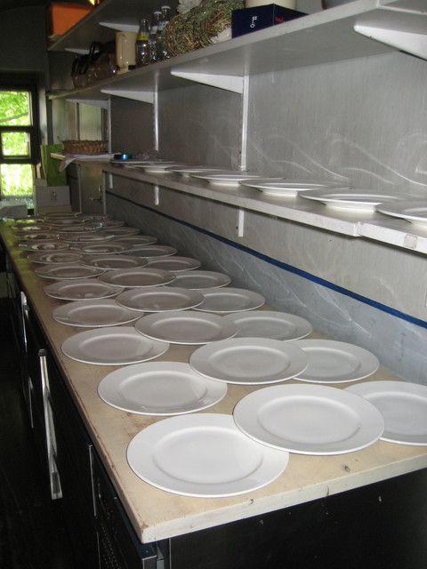 Lautaset valmiina