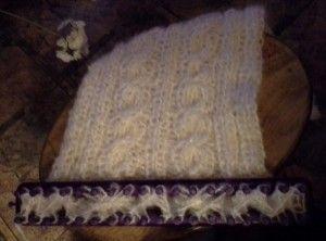 une bande tricotiner avec des torsades