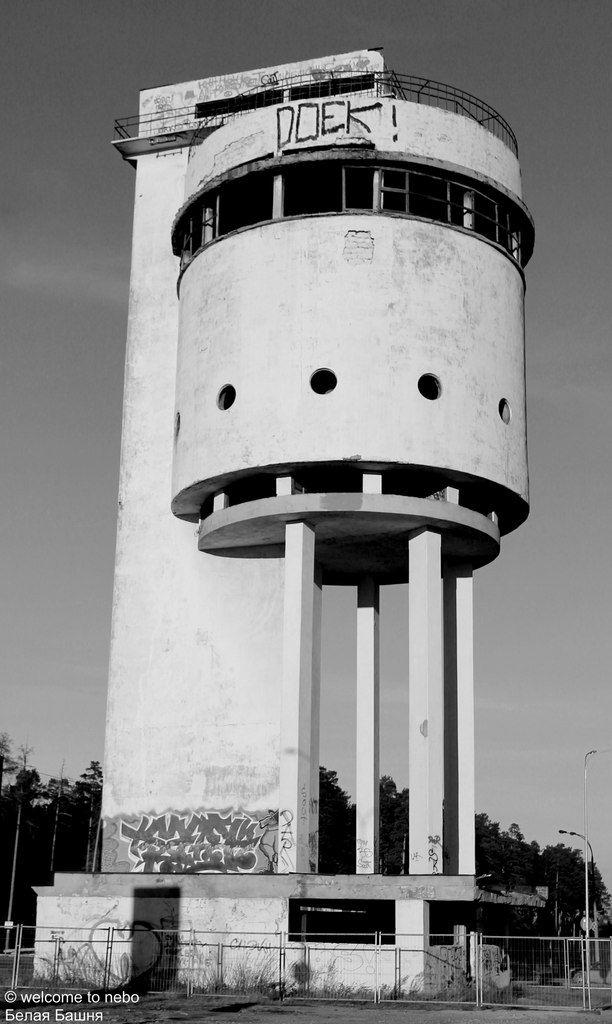 Водонапорная башня построена в 1929 году на Уралмаше, на стыке улиц Донбасской и Бакинских комиссаров. Архитектурный памятник эпохи конструктивизма. …