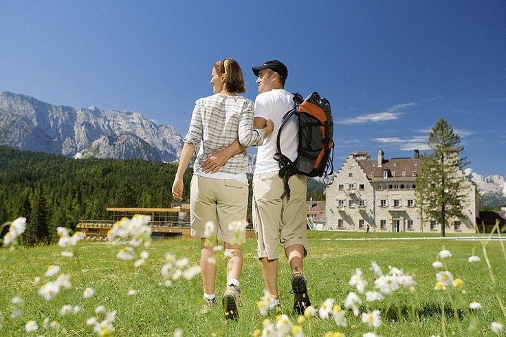 Das einzigartige Wellnesshotel in Bayern. Am Fuß der Zugspitze errichtete vor über 100 Jahren die britische Adelige Mary Isabel Portman einen typisch englischen Landsitz - Schloss Kranzbach, wie es im Volksmund genannt wird. Dieses in Bayern einmalige &qout;Country House&qout; wird nun als ein neues, andere…