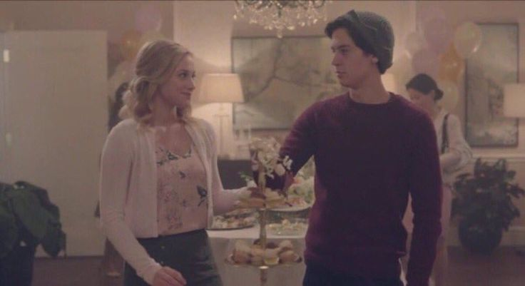 I just noticed something, that is super cute in... -                       Jughead and Betty!