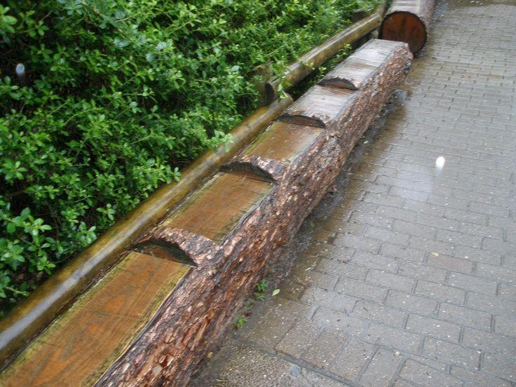 Efteling pretpark. Zitbank gemaakt van (nep) hout. geeft natuurlijke uitstraling. Foto gemaakt door Jeannot Faarts