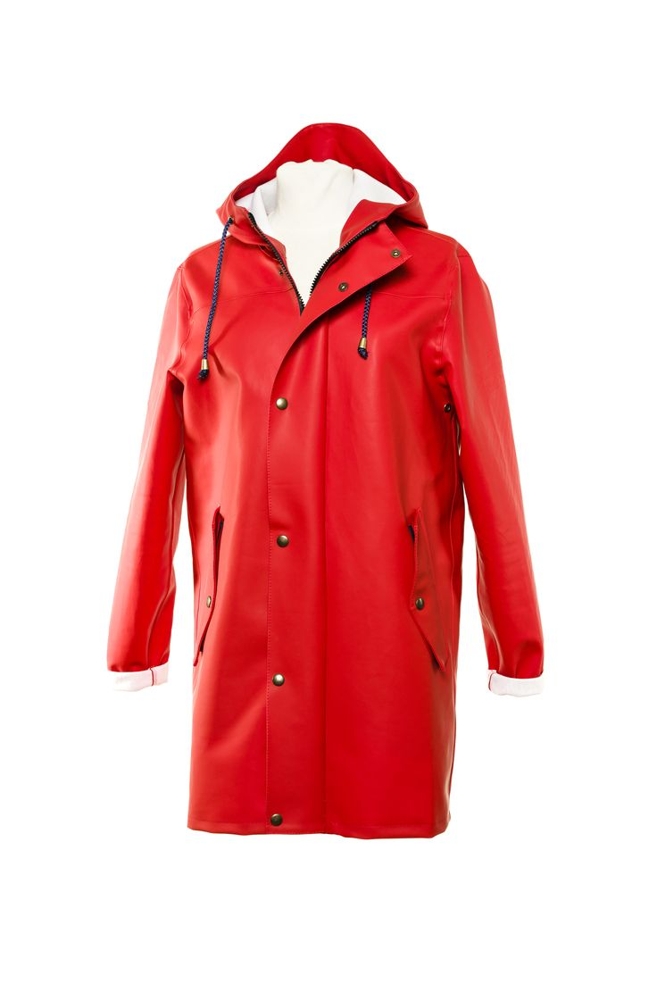 Raincoat in red by the Swedish brand Bomärke. Made with at time-less design and material for the toughest environment