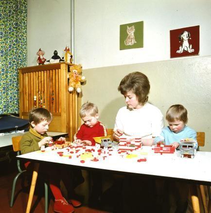 Nein, dies ist kein Lego: Im Kindergarten wurde mit den PeBe-Steinen des DDR-Designers Paul Bernhardt gespielt. Der weitsichtige Formgestalter hatte bereits in den Siebzigerjahren darauf geachtet, dass sich PeBe problemlos mit Lego kombinieren ließ, um eine mögliche deutsche Einheit nicht zu erschweren.