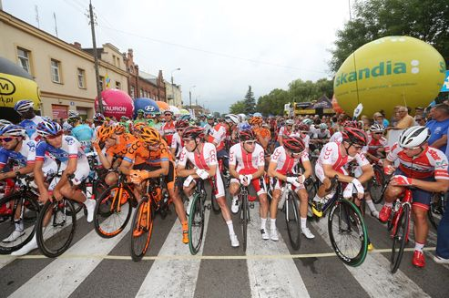 73. Tour de Pologne UCI World Tour rozpoczęty! Kolarze pokonali trasę pierwszego etapu z Radzymina do Warszawy.  #TDP2016 #Polska