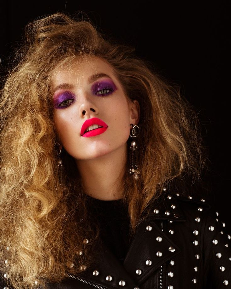 Tanya Kizko shows off bold makeup looks for the Winter 2018 issue of Flaunt Magazine. Captured by Matthew Priestley, the blonde beauty channels 1980 s vibes complete with jewel toned eyeshadow and equally vibrant lip color 1980s Makeup And Hair, 80s Makeup Looks, 80s Hair, 1980 Makeup, Mac Makeup, Makeup Brushes, Beauté Blonde, Blonde Beauty, Cabelo Pin Up