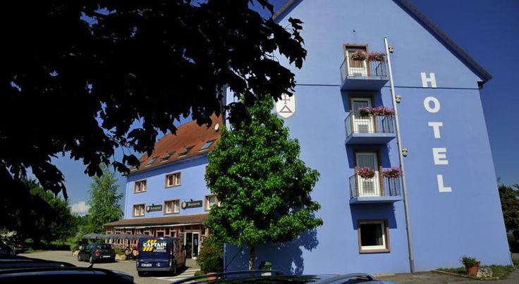 Captain Hôtel - Aéroport Bâle Mulhouse Blotzheim The Captain is located in Alsace, 25 minutes drive from the German and the Swiss borders. Guests can discover the regional cuisine and area.  All rooms are equipped with en suite facilities, a TV and a telephone.