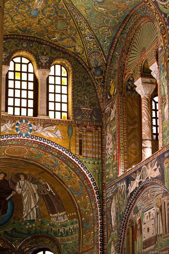 Basílica de San Vital, Rávena (532-547). Primera Edad de Oro Bizantina. Gran trabajo de musivaria.