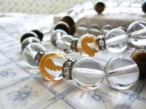金の彫刻を施した水晶と虎目石(タイガーアイ)ともに重量感のある12mm玉で仕上げました。鳳凰、五爪龍、玄武、白虎の4種類からひとつお選びいただけます。写真2枚...|ハンドメイド、手作り、手仕事品の通販・販売・購入ならCreema。