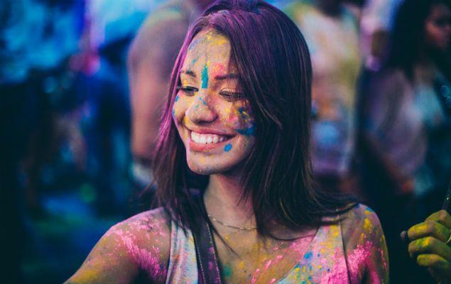 Pó colorido do Holi Festival - O gulal é feito a base de amido de milho e não causa alergia