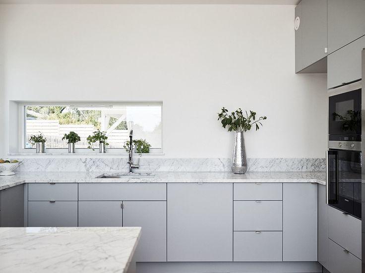 Väldesignad nybyggd villa på Älgö med sjövy