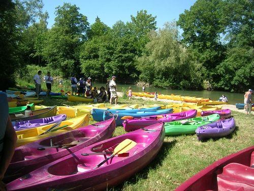 La section Canoë-Kayak de la MJC de Romilly-sur-Seine vous propose des descentes de l'Aube et de la Seine sur une ou plusieurs journées : initiation, découverte du milieu et perfectionnement. Plusieurs formules sont possibles : 2 personnes, groupes, centre de loisirs, scolaires. Location de Canoë, Kayak et de matériel de sécurité sur place. Possibilité de transport de matériel sur le site.