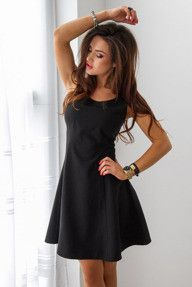 Czarna rozkloszowana sukienka mini