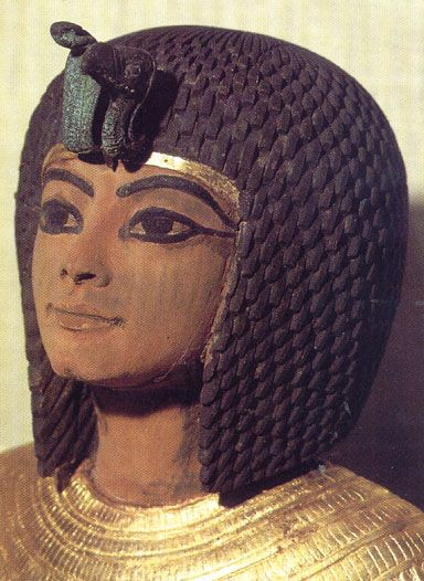 Ankhesenamon A daughter of Akhenaten (r. 1353–1335 BCE) and Queen Nefertiti, she was born to the royal family in the city of 'Amarna. Ankhesenamon was married to Tut'ankhamun and became queen when he succeeded Smenkharéin 1333 BCE. The royal couple...