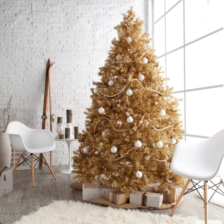 Classic Champagne Full Pre-lit Christmas Tree - 7.5 ft..  I want I want I want.