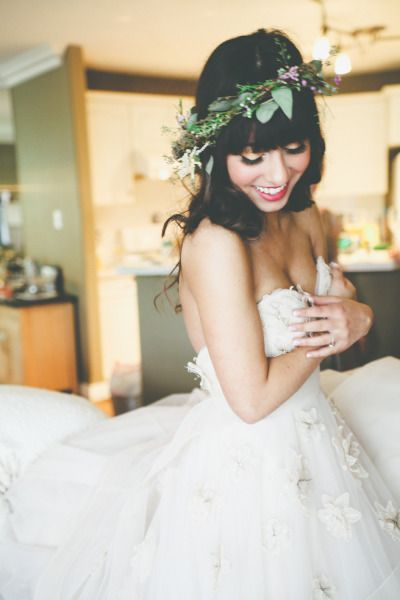 Adorable boho bride: http://www.stylemepretty.com/canada-weddings/alberta/edmonton/2013/12/20/snow-valley-lodge-wedding/ | Photography: Devic Fotos - http://devicfotos.ca/