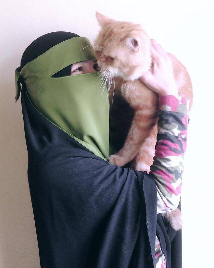 Cari Isteri itu yang sayang sama.kucing  kucing aja disayang apalagi Kamu... Iya KAMU  . #Lensa #Muslimah Dari Sudut Yang Indah .  Like  Share and Tag 5 Sahabat Muslimahmu .  Follow  @MuslimahIndonesiaID  Follow  @MuslimahIndonesiaID  Follow  @MuslimahIndonesiaID  . Join Us @MuslimahIndonesiaID   Karena Muslimah #Sholehah Itu Istimewa by @iishandayani94  #duniajilbab #wanitasaleha #beraniberhijrah #tausiyahcinta #sahabattaat #sahabatmuslimah #Hijab #Jilbab #Khimar #KaumHawa…