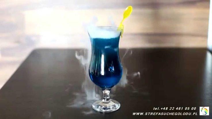 """#suchylód #drink #BlueKamikaze Obecnie zbliżają się Sylwestra. Czas zabawy, potańcówki itp. Stosując do drinków suchy lód i mieszadełka MistyStix ® i suchego lodu można wyczarować niepowtarzalne drinki. Taki jak ten drink z suchym lodem """"Blue Kamikaze"""" Suchy lód jest w ciągłej sprzedaży w naszym e-sklepie #DryIceZone http://suchylod.net/"""