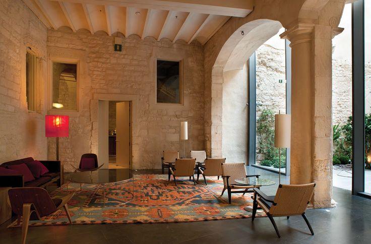 Los arquitectos Rafael y Belén Moneo estuvieron en Colombia con motivo de la XXIV Bienal de Arquitectura Colombiana y de una conversación con ellos surgió la publicación del hotel Mercer, una intervención llevada a cabo en un edificio medieval de Barcelona.