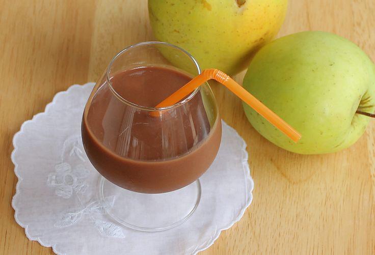 Frullato mela e cioccolato I vostri bambini non mangiano la frutta? Voi avete voglia di uno spuntino leggero e appagante? Volete servire un aperitivo analc