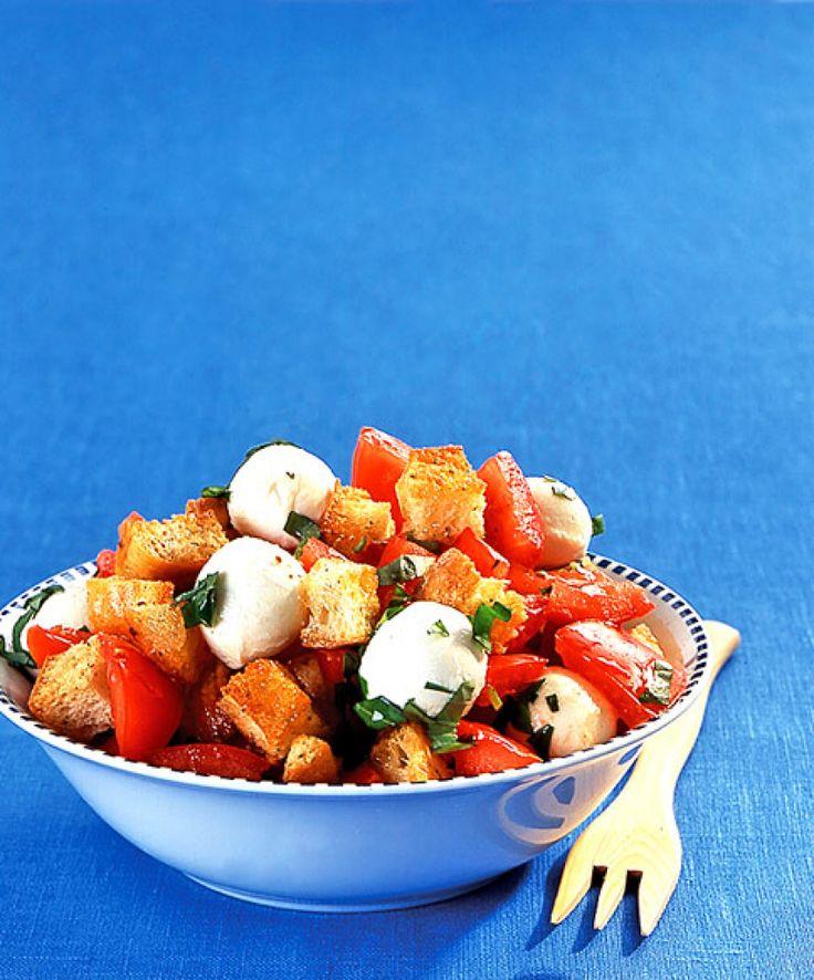 Rezept für Tomaten-Brot-Salat bei Essen und Trinken. Ein Rezept für 2 Personen. Und weitere Rezepte in den Kategorien Brot / Brötchen / Toast, Gemüse, Käseprodukte, Kräuter, Vorspeise, Salate, Backen.