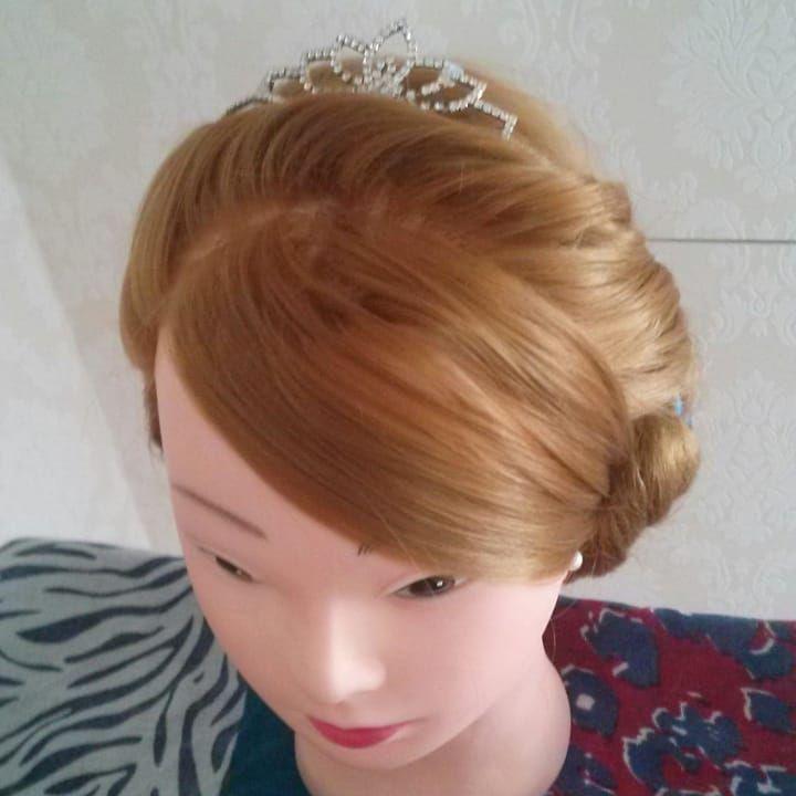 Die Frisur der Königin Elsa von der gefrorenen Königin ist völlig unverfroren. … ,  #dieeiskönigin #frisur #frisuren #gefrorenen #hairstyle #hairstyles #konigin #Krone #langhaarfrisuren #unverfroren #vollig