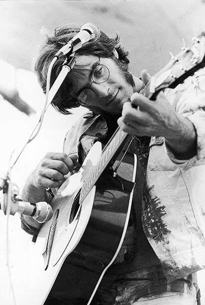John Sebastian Performing at Woodstock - Hulton Archive/Getty Images