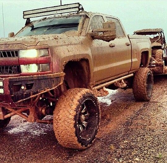 I mean...maybe its just the mud..but hot damn that duramax looks sexy AF!