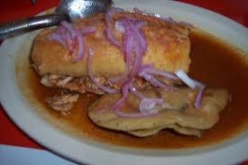 Ay Jalisco no te rajes! Tortas Ahogadas con su taco dorado. mmmmm