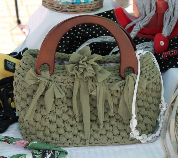 Silvia's bags, crochet bag/borsetta in fettuccia di lycra e manici in legno.