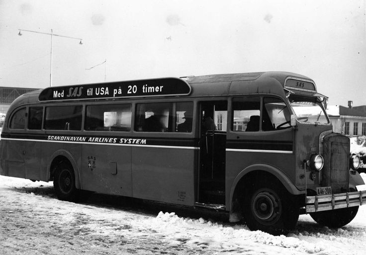 The SAS bus in Copenhagen Airport in 1954. Bonus info: In 1954, the Los Angeles city limit moved to Copenhagen with the opening of the first polar flights to Copenhagen. The number of passengers in Copenhagen Airport climbed to 700,000 – which required new automatic baggage handling facilities.