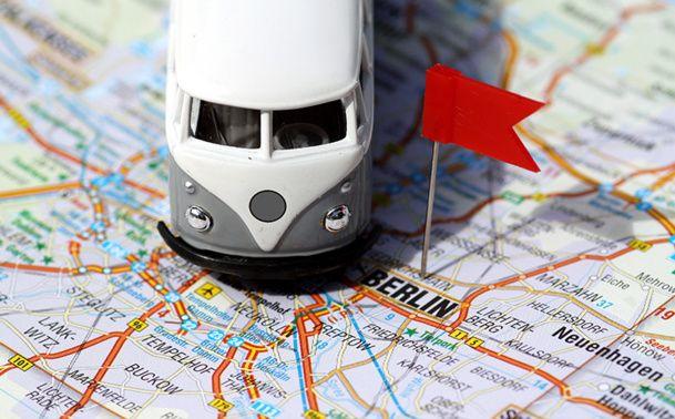 Chez un autocariste, l'agent de planning est un technicien chargé d'organiser les moyens techniques et humains permettant de répondre à la demande des clients, et d'assurer le bon déroulement des opérations concernant le transport routier © Daniel Ernst - Fotolia.com