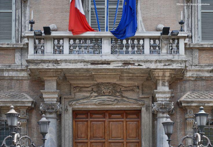 Фрагмент фасада Палаццо Мадама. Главный вход