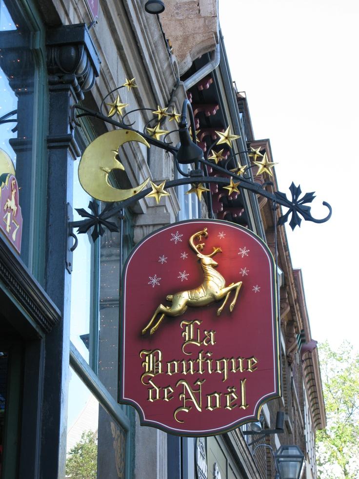 Quebec City, La Boutique de Noel toujours bondée toute l'année. Très décalé d'y aller en Short en été !